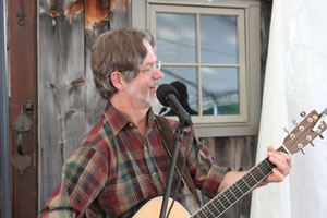 Rob Adams, guest singer at the Hexmark Tavern, Salem Cross Inn, in West Brookfield, MA